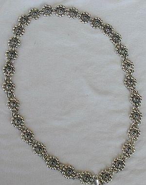 Oynx flowers necklace