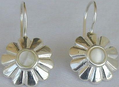 Mini white flowers