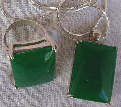 A green agate set-ring&pendant
