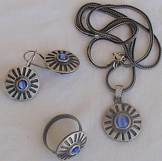 Light blue cat eye set