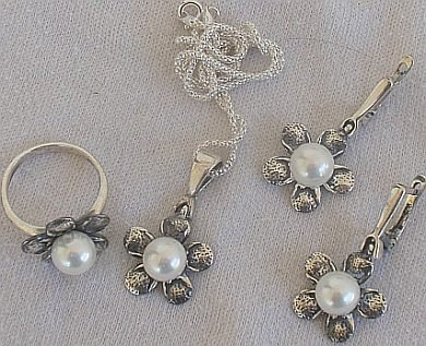 White artificial pearls set