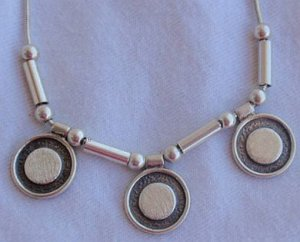 Three round parts silver necklace