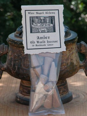 Amber . Old World Incense 16 Cones