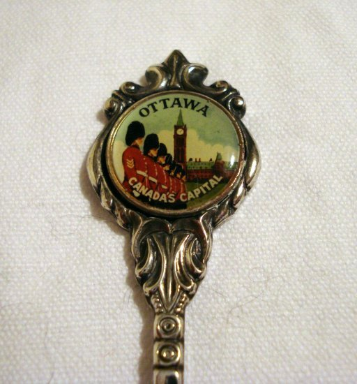 Ottawa Canada's Capital souvenir spoon Peace tower and guards Stuart silverplate vintage 1197vf