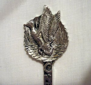 Pewter souvenir spoon Gibsons Canada goose as new vintage 1430vf