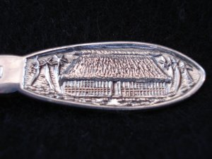 Fiji silver plate souvenir spoon traditional thatched cottage as new vintage 1432vf