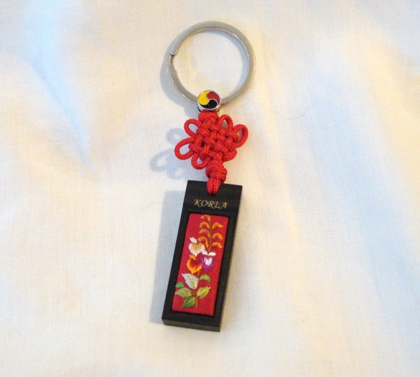 Korea souvenir key ring wood embroidery braided knot preowned 1466vf