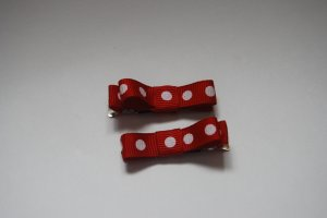 red and white polka dot clippie bow