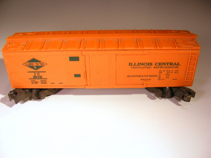 American Flyer 802 Illinois Central IC Reefer Car and Red Caboose Model RR Train