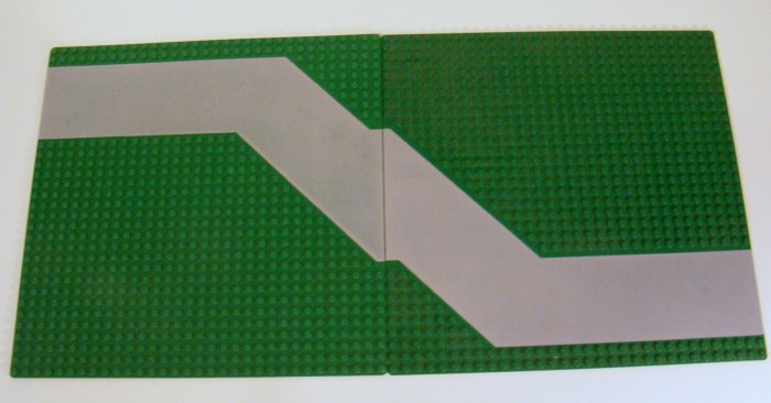 2 Each Green 32x32 Dots Baseplate with Driveway 4478 B35