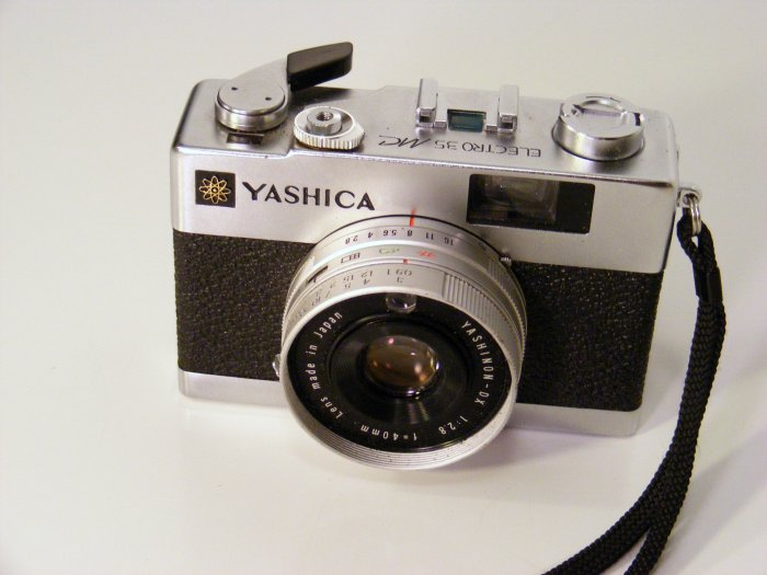 Vintage YASHICA Electro 35 MC 35MM AUTOMATIC FILM CAMERA with Strap