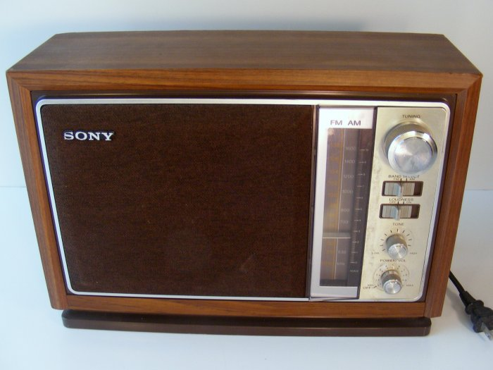 vintage sony am fm table radio model no icf 9740w. Black Bedroom Furniture Sets. Home Design Ideas