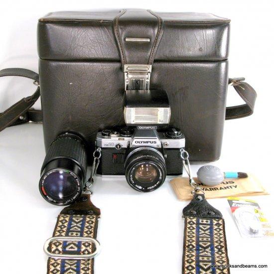 Olympus OM 10 35mm SLR FILM Camera w 2 Lenses Zuiko 1:1.8 50mm Lens Zoom Lens Flash Large Case Strap