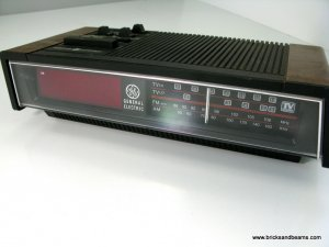 Vintage GE Clock Radio Model 7-4680A with TV Sound General Electric