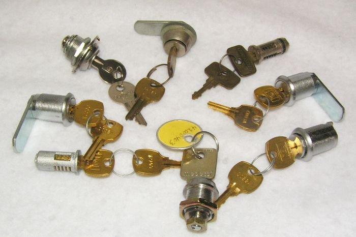 Miscelleneous Vending Locks Grab Bag 8 Lot # 83