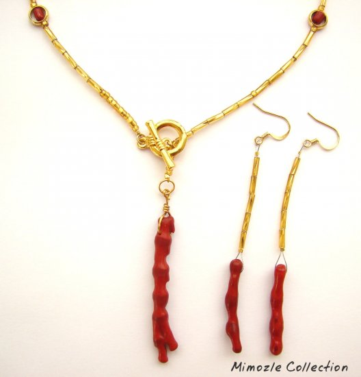 NATURAL RED CORAL PENDANT IN FRONT CLOSURE NECKLACE SET