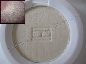 Tommy Hilfiger Wet-Dry Eyeshadow *PEACEFUL* [VERY SOFT GOLD-ISH SHIMMER]