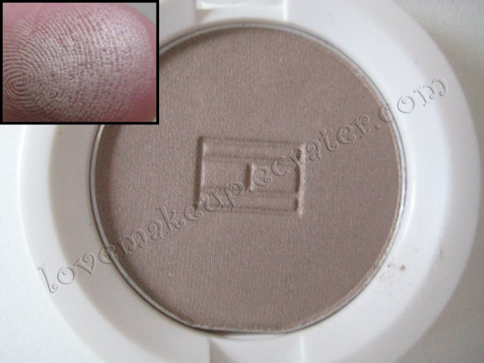 Tommy Hilfiger Wet-Dry Eyeshadow *TEMPERAMENTAL* [MUTED TAUPE SHIMMER]