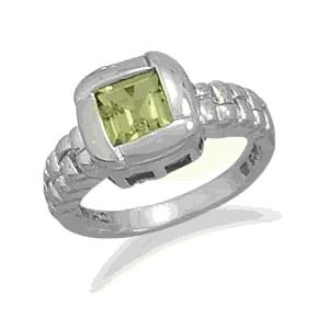 Peridot Ring With Overlapped Edge Design
