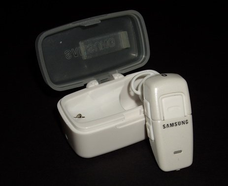 New Samsung WEP200 Bluetooth White Headset Earphon