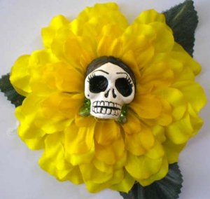 Frida calavera Yellow flower