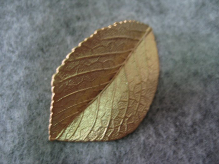 Leaf Charm, Matt Gold, 21mm x 34mm