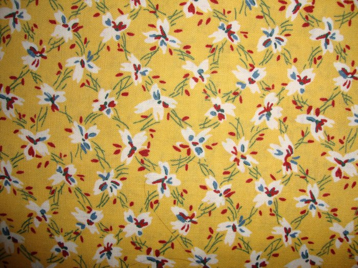 Thimbleberries Daisy Days Flowers on Reproduction Yellow RJR Fabric by Lynette Jensen Fat Quarter FQ