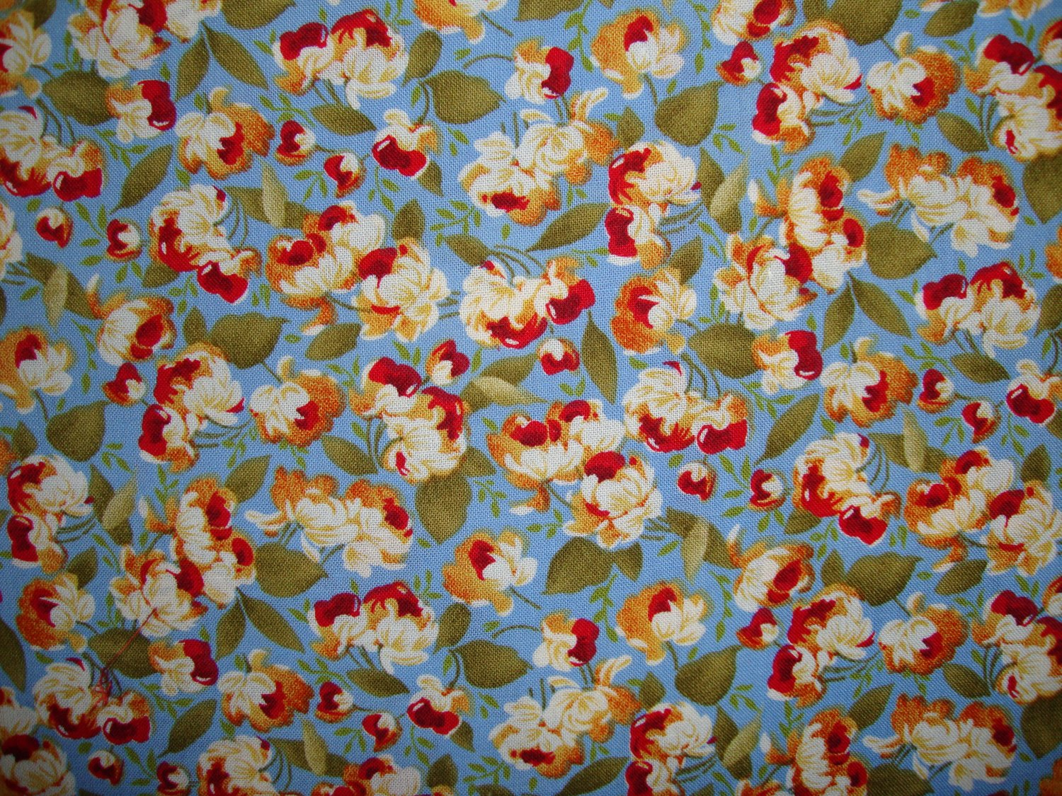 F8 Peter Pan Quilter's Delight Red Gold Cream Flowers on Light Blue Fabric Fat Eighth F8th