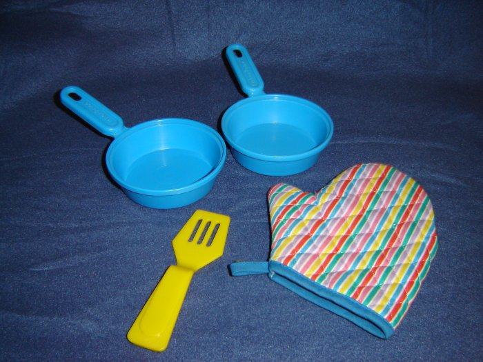 Vintage 1986 Fisher Price Kitchen Set Blue Frying Pans Yellow Spatula Striped Oven Mitt 2101
