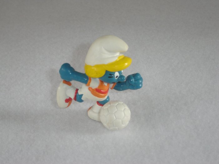 Vintage 1983 Soccer Player No Base Smurfette 20163 By Schleich W Berrie Co PVC