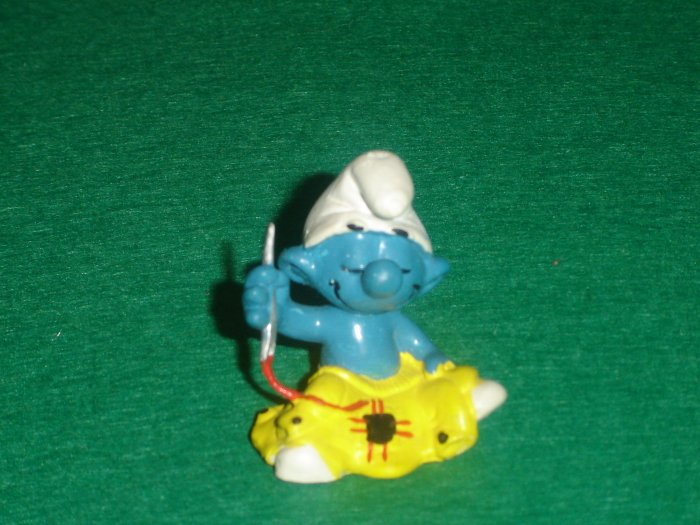 Vintage 1980 Tailor Smurf  Sewing and Mending 20063 Schleich PVC W Germany