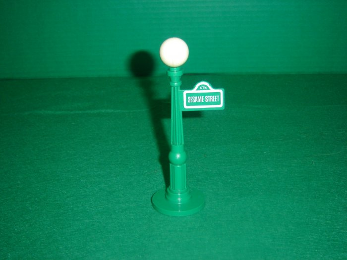 Vintage Fisher Price Play Family Sesame Street Sign Light Post For 938 Sesame House