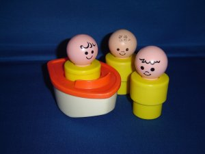 Vintage 1974 Fisher Price Floating Family Bath Toy 3 Jumbo Little People and Red Boat 411