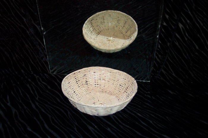 Small wicker basket *