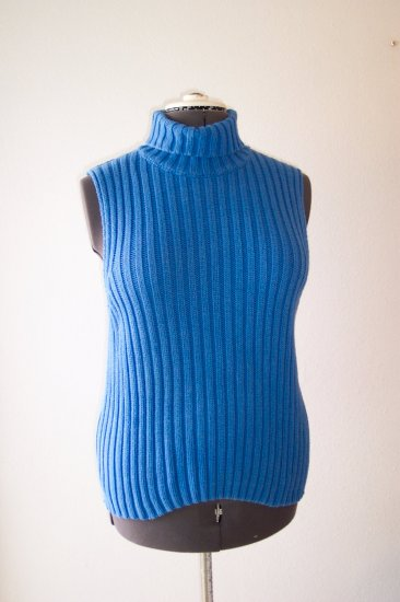 Blue Crew Neck sleeveless Sweater *