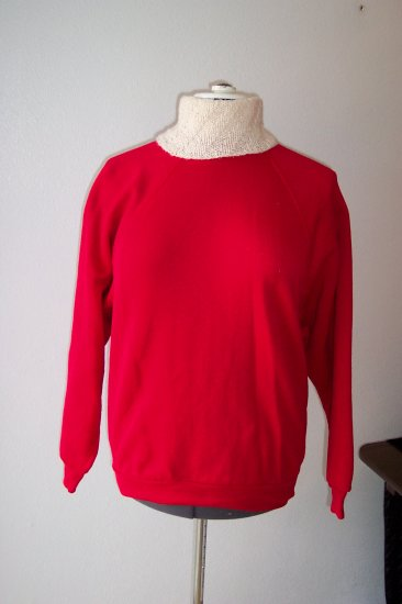 Red Sweatshirt with removal White hand knitt collar *