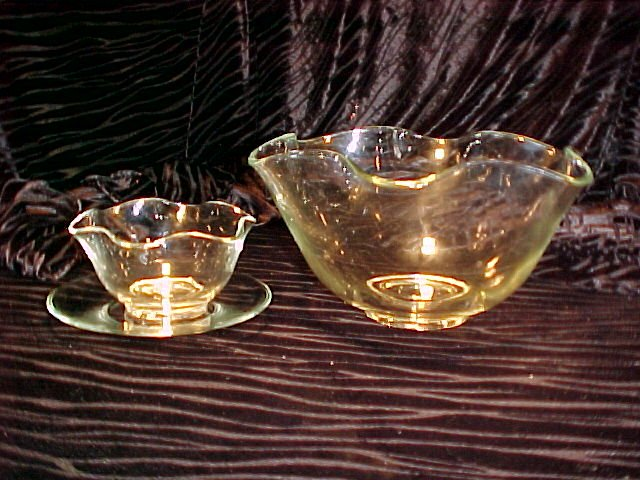 Tiara Glassware -- Clear 3 piece Crimped Salad Bowl Set