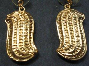 peanut fruit earrings sipan peru culture