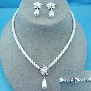 pearlesque choker and earring set
