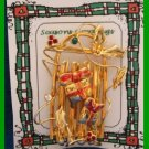 Christmas PIN #095 Goldtone Sled-Sleigh With Packages HOLIDAY VGC Unique