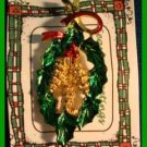 Christmas PIN #0098 Signed Gerrys Holly & Pine Cone Oval Wreath Goldtone HOLIDAY