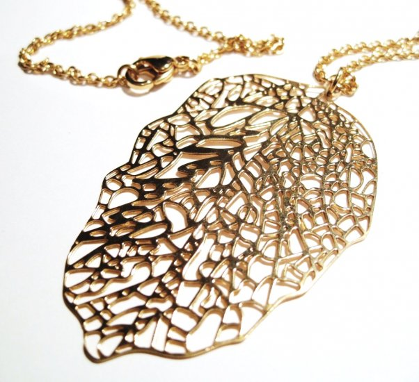 Stunning Gold Filigree Stainless Steel Leaf Pendant with Chain SSP8877