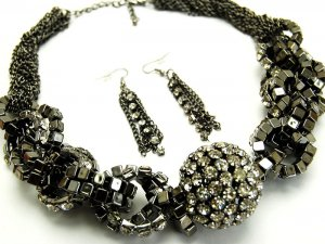 """Stunning 1.5"""" Crystal Ball Chunky Twisted CZ Links Necklace Set NP926"""