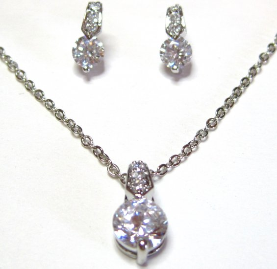 Delicate Sparkling Crystal Rhodium Pendant Earrings Set NP129
