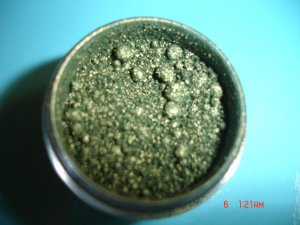 MAC GOLDEN OLIVE PIGMENT- SAMPLE WITH SIFTER