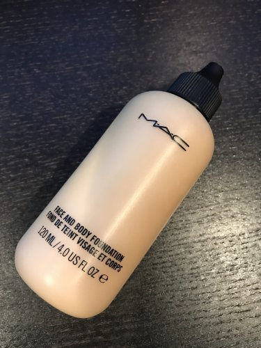 MAC FACE AND BODY Foundation C2 SAMPLE