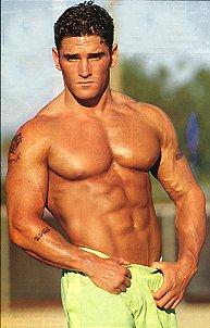 muscle hunk flexes 4U hot pic magnet gay int