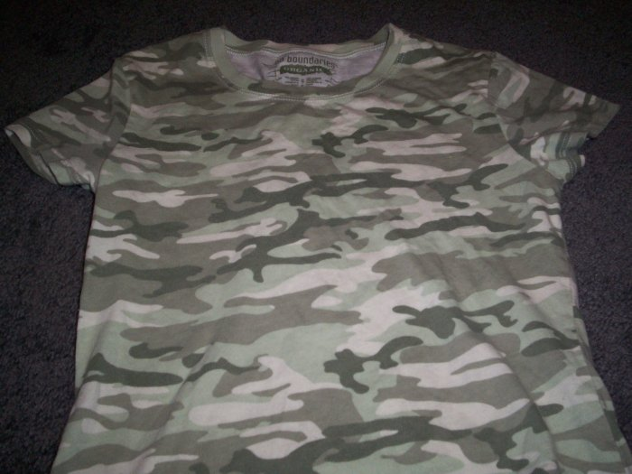 100% Organic cotton Girl's No Boundaries Tee-Shirt size S