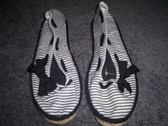 Black and White slip on No Boundaries Shoes with Bows