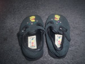 Girl's Size 2 Whinne The Pooh Black Shoes